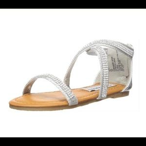 STEVE MADDEN SZAZA silver cross-over strap sandals